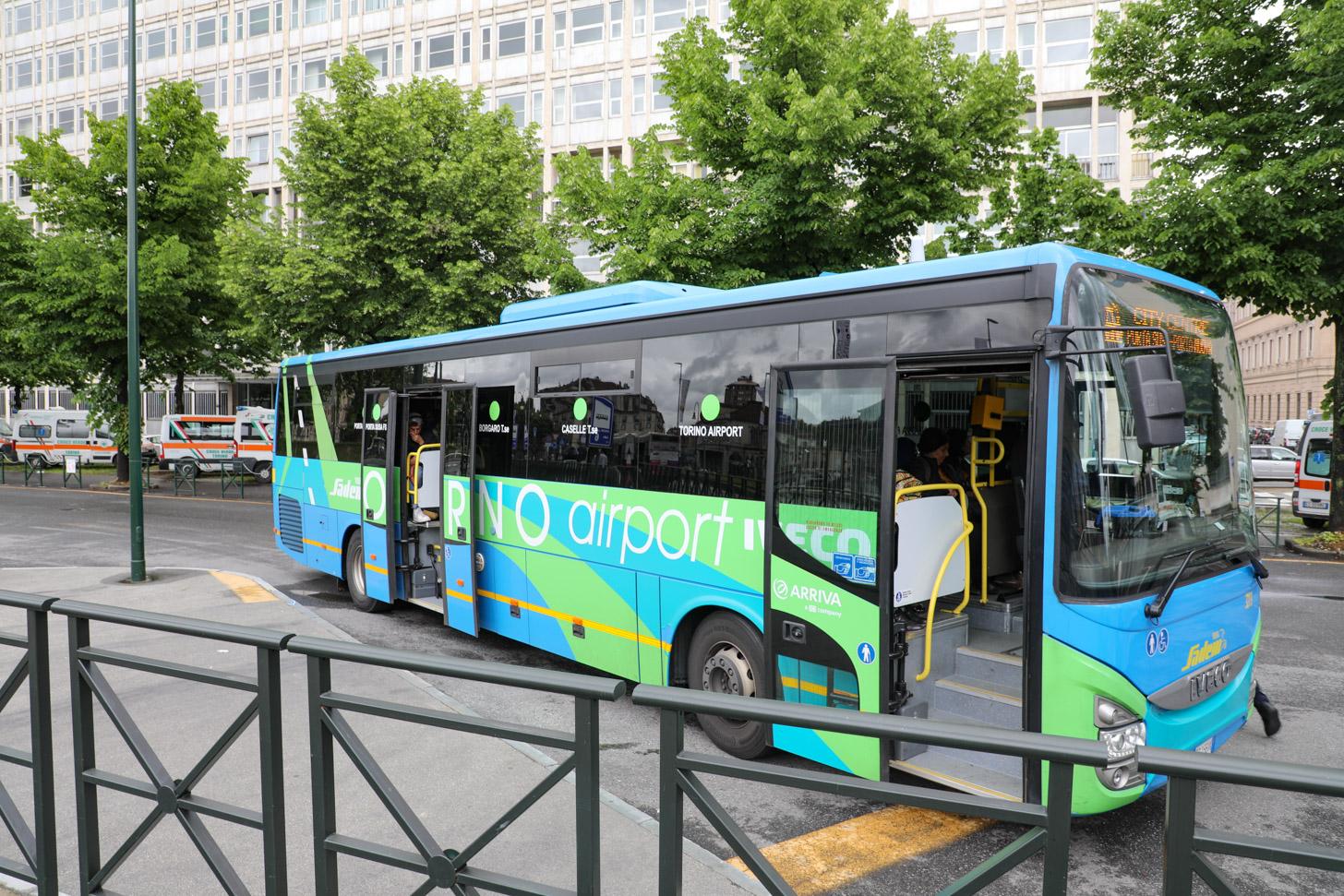 Reizen tussen de luchthaven en de stad met de bus